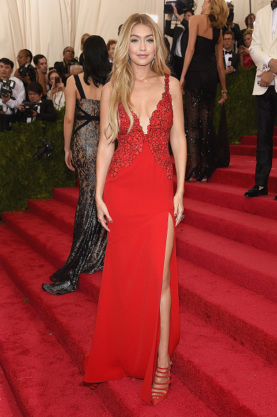 "Red Dress「""China: Through The Looking Glass"" Costume Institute Benefit Gala - Arrivals」:写真・画像(9)[壁紙.com]"