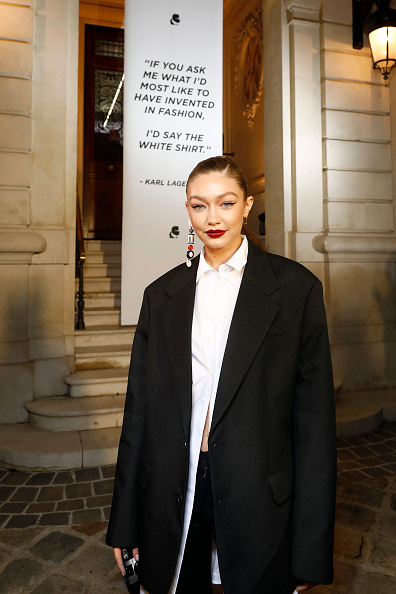 Jewelry「Karl Lagerfeld : Exhibition Tribute To Karl - Paris Fashion Week - Womenswear Spring Summer 2020」:写真・画像(9)[壁紙.com]