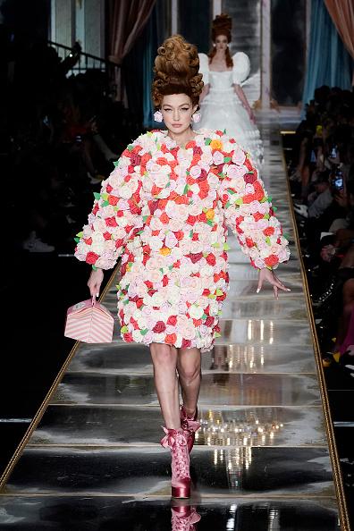 Floral Pattern「Moschino - Runway - Milan Fashion Week Fall/Winter 2020-2021」:写真・画像(15)[壁紙.com]