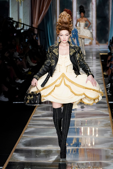 Leather Jacket「Moschino - Runway - Milan Fashion Week Fall/Winter 2020-2021」:写真・画像(10)[壁紙.com]