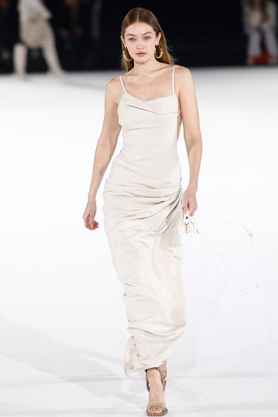 Beige「Jacquemus : Runway - Paris Fashion Week - Menswear F/W 2020-2021」:写真・画像(15)[壁紙.com]