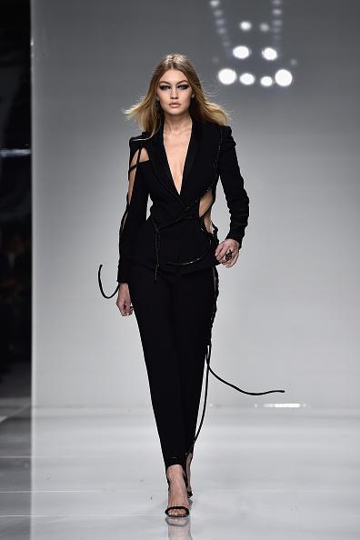 ランウェイ「Versace : Runway - Paris Fashion Week - Haute Couture Spring Summer 2016」:写真・画像(10)[壁紙.com]