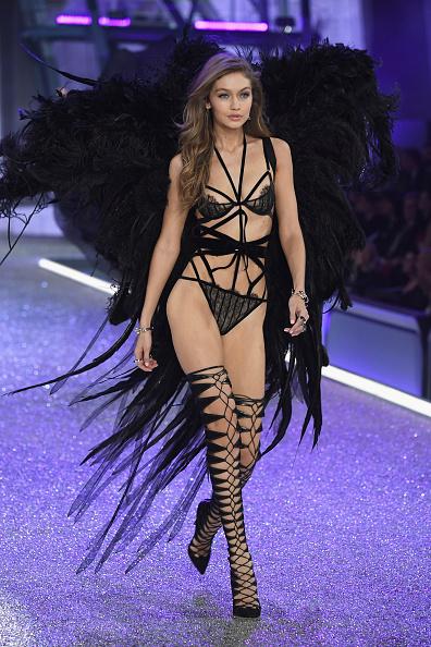 ヴィクトリアズ・シークレット「2016 Victoria's Secret Fashion Show in Paris - Show」:写真・画像(14)[壁紙.com]