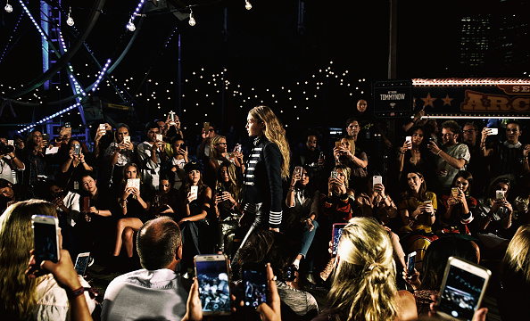 Alternative View「#TOMMYNOW Women's Runway Show Fall 2016 - Alternative Views」:写真・画像(17)[壁紙.com]