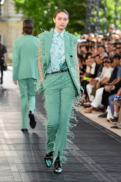 Green Color「Berluti : Runway - Paris Fashion Week - Menswear Spring/Summer 2020」:写真・画像(9)[壁紙.com]