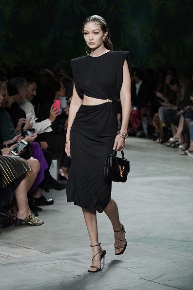 Black Dress「Versace - Runway - Milan Fashion Week Spring/Summer 2020」:写真・画像(17)[壁紙.com]