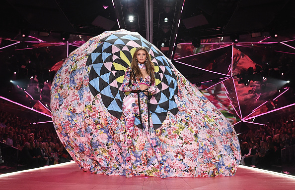 Fashion Show「2018 Victoria's Secret Fashion Show in New York - Runway」:写真・画像(4)[壁紙.com]
