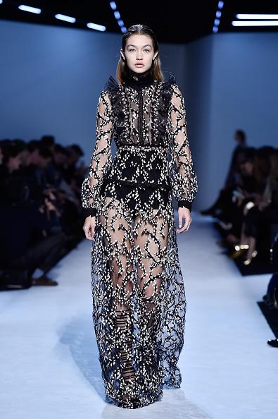 ランウェイ「Giambattista Valli : Runway - Paris Fashion Week Womenswear Fall/Winter 2016/2017」:写真・画像(14)[壁紙.com]