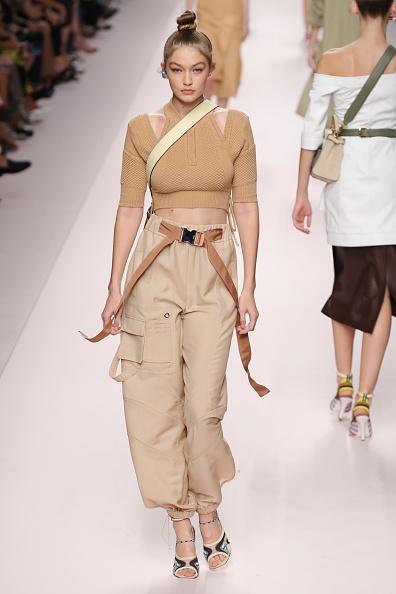ランウェイ・ステージ「Fendi - Runway - Milan Fashion Week Spring/Summer 2019」:写真・画像(4)[壁紙.com]