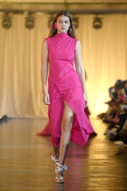 Off-White : Runway - Paris Fashion Week - Womenswear Spring Summer 2020:ニュース(壁紙.com)