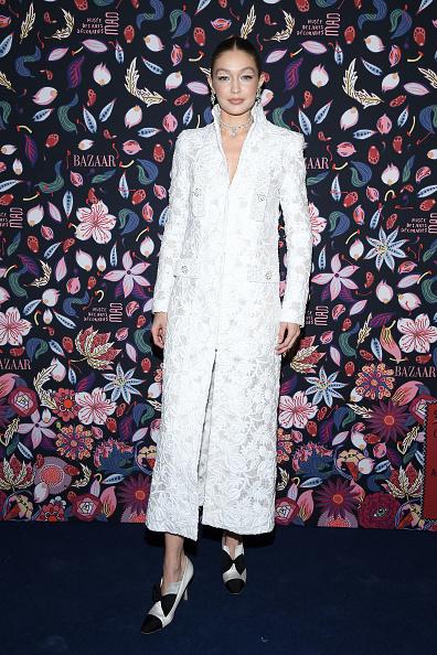 イブニングドレス「Harper's Bazaar Exhibtion At Musee Des Arts Decoratifs In Paris」:写真・画像(19)[壁紙.com]