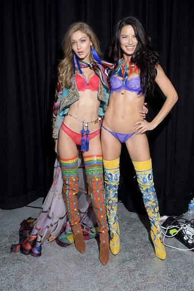 カラフル「2016 Victoria's Secret Fashion Show in Paris - Backstage」:写真・画像(14)[壁紙.com]