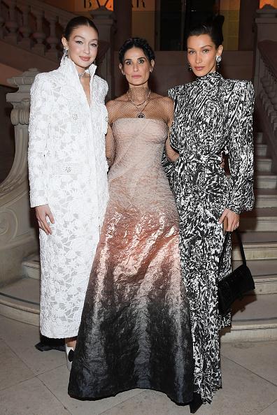 Chanel Dress「Harper's Bazaar Exhibtion At Musee Des Arts Decoratifs In Paris」:写真・画像(10)[壁紙.com]