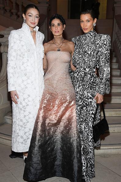 Chanel Dress「Harper's Bazaar Exhibtion At Musee Des Arts Decoratifs In Paris」:写真・画像(9)[壁紙.com]