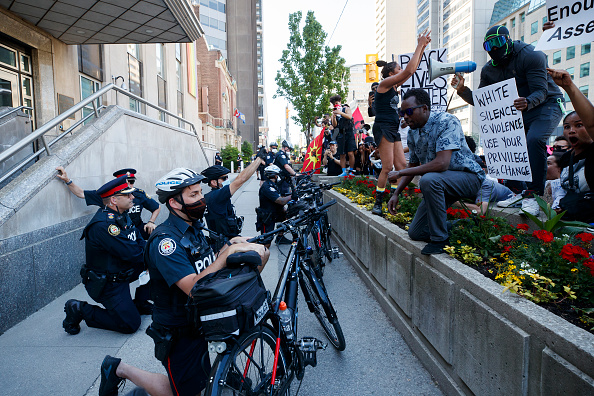 Toronto「Black Lives Matter Rallies And Protests Held Across The Continent」:写真・画像(9)[壁紙.com]