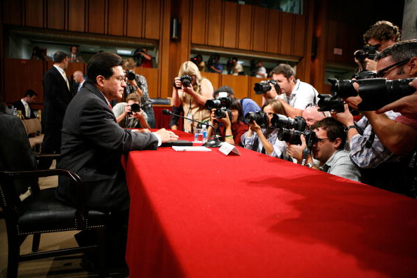 Joshua Roberts「Alberto Gonzales Testifies Before Senate Judiciary Committee」:写真・画像(6)[壁紙.com]