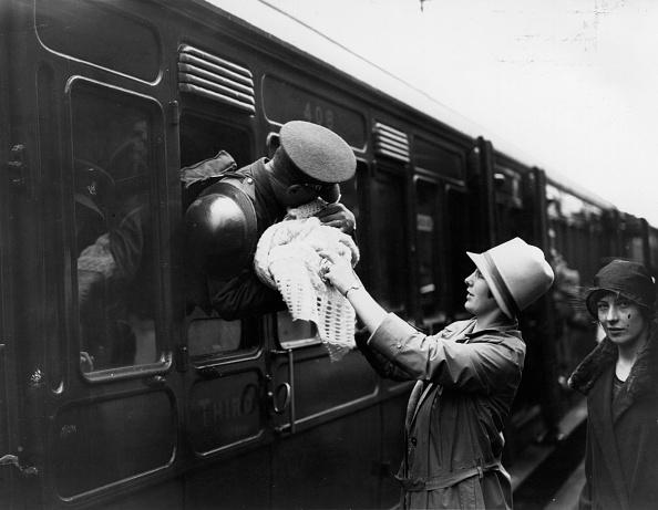 Railroad Station「A Fond Farewell」:写真・画像(10)[壁紙.com]