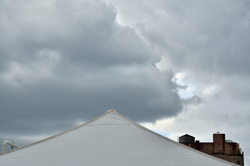 Entertainment Tent「Tent, buildings, sky」:スマホ壁紙(14)