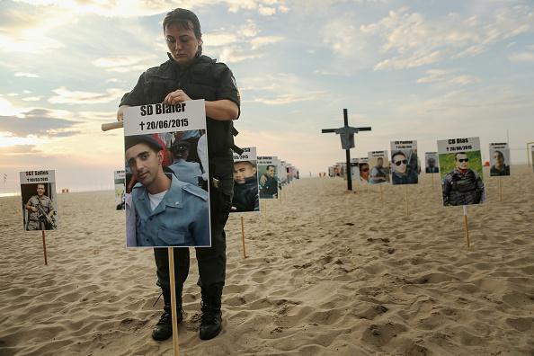 Responsibility「Memorial Honors Brazilian Police Officers Killed In Line Of Duty」:写真・画像(10)[壁紙.com]