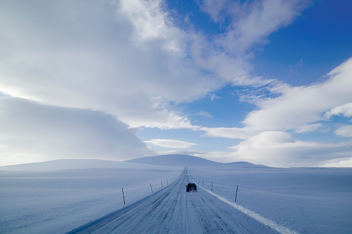 Fence「Norway, Varanger Peninsula, car driving down remote road in snow」:スマホ壁紙(5)