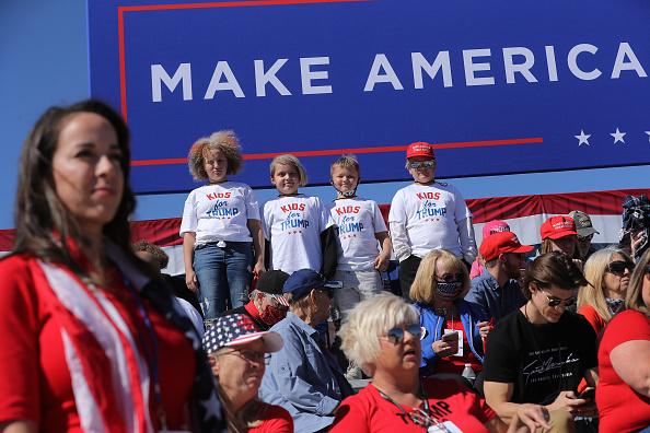 Shirt「Donald Trump Campaigns In Arizona Ahead Of Presidential Election」:写真・画像(15)[壁紙.com]