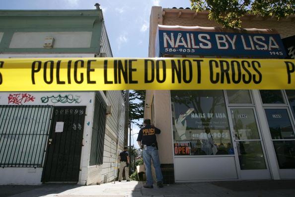 Crime「Federal Agents Raid Medical Marijuana Club」:写真・画像(18)[壁紙.com]