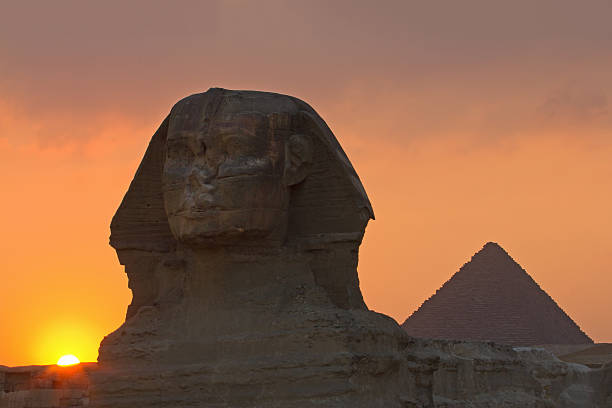 The Sphinx and pyramid at sunset:スマホ壁紙(壁紙.com)