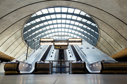 Subway Station「Escalators, Canary Wharf, London, UK」:スマホ壁紙(7)