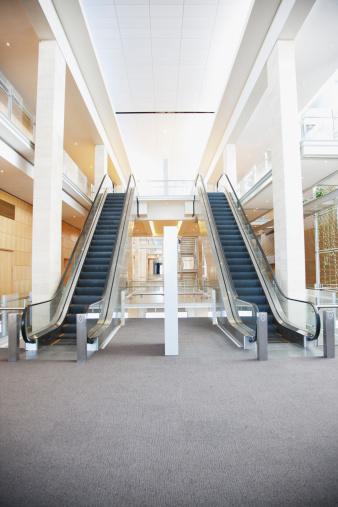 Escalator「エスカレーターで現代的なオフィスビル」:スマホ壁紙(14)