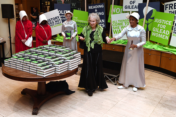 Literature「Margaret Attwood Launches The Testaments At Waterstones Piccadilly」:写真・画像(9)[壁紙.com]
