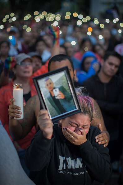 Shooing「Nation Mourns Victims Of Worst Mass Shooting In U.S. History」:写真・画像(8)[壁紙.com]