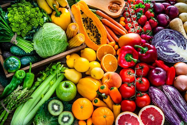Healthy fresh rainbow colored fruits and vegetables background:スマホ壁紙(壁紙.com)