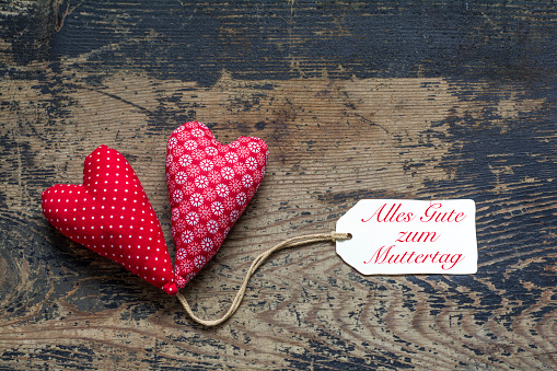 母の日「Two textile hearts with tag, saying All the best for Mothers Day」:スマホ壁紙(8)