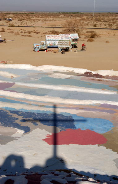 Block Shape「Salvation Mountain Declared National Folk Art Shrine」:写真・画像(5)[壁紙.com]
