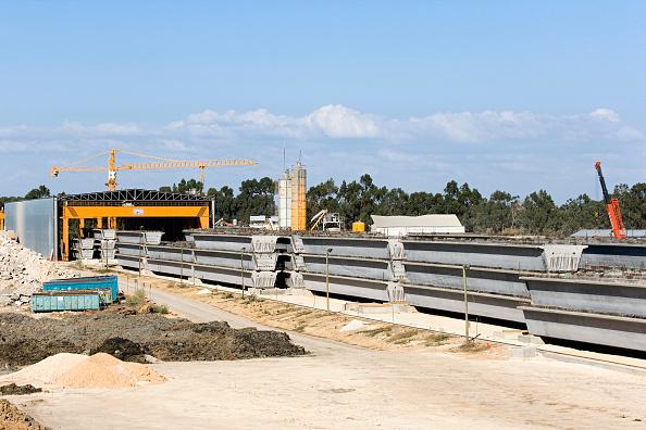 Finance and Economy「Prefabricated sections of the Leziria Bridge over the river Tagus near Carregado, Portugal」:写真・画像(17)[壁紙.com]