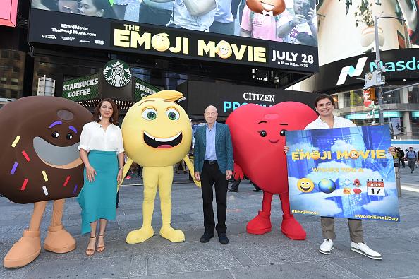 Emoticon「The Cast Of The Emoji Movie Celebrates World Emoji Day On Good Morning America」:写真・画像(5)[壁紙.com]