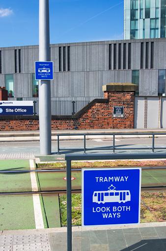英字「Tramway warning signs.」:スマホ壁紙(8)