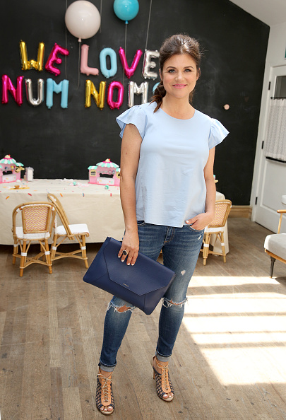 Light Blue「Tiffani Thiessen Hosts Num Noms Event At Au Fudge」:写真・画像(8)[壁紙.com]