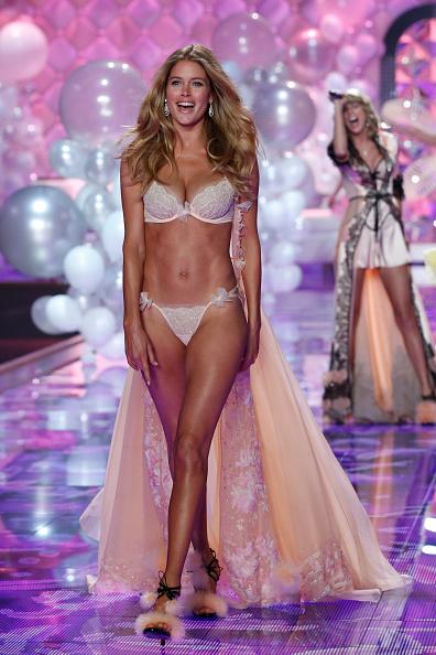 Victoria's Secret「2014 Victoria's Secret Runway Show  - Swarovski Crystal Looks」:写真・画像(0)[壁紙.com]