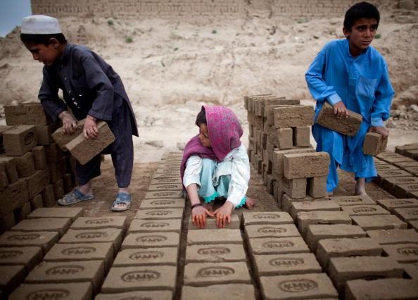 Kabul「Children Work In Kabul Brick Factory」:写真・画像(0)[壁紙.com]