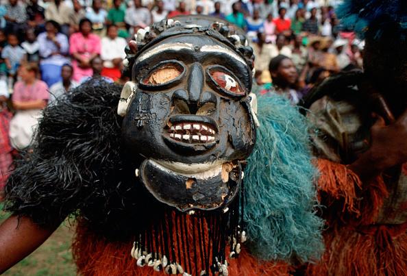 Hiding「Tribal Dancer in Mask, Cameroon, Africa」:写真・画像(11)[壁紙.com]