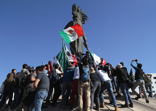 Baja California Peninsula「Anti-Immigrant Activists Rally At US-Mexico Border」:写真・画像(8)[壁紙.com]