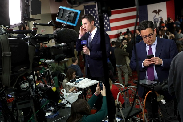 Alex Wong「Sen. Bernie Sanders Hosts Watch Party On Night Of Iowa Caucus」:写真・画像(7)[壁紙.com]