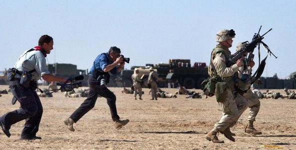 Journalist「U.S. Marines Prepare For War In Kuwait」:写真・画像(15)[壁紙.com]