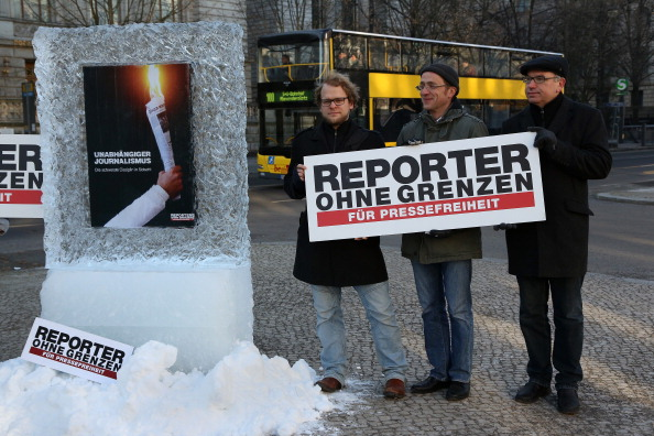 Ice Sculpture「Reporters Without Borders Protest At Russian Embassy」:写真・画像(5)[壁紙.com]