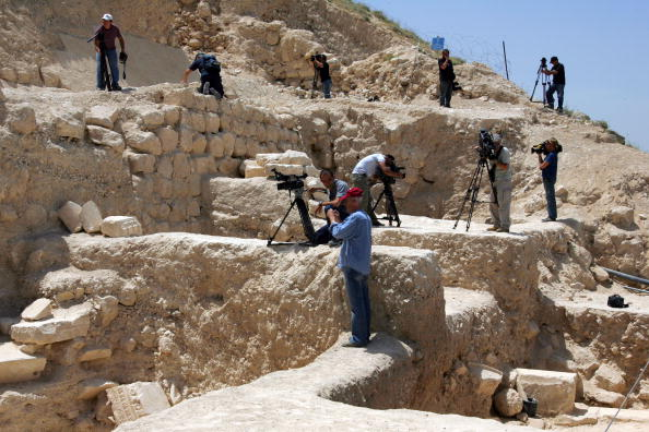 Archaeologist「Israeli Archaeologists Uncover Tomb Of Herod」:写真・画像(5)[壁紙.com]