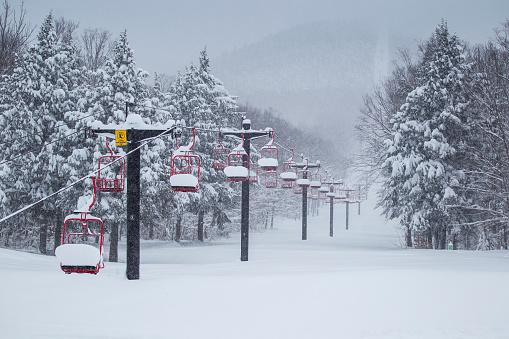スノーボード「Snow Filled Ski Lift」:スマホ壁紙(12)