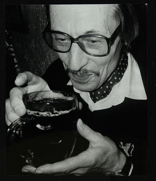 Drinking Glass「Tom Burnham with a pint at The Bell, Codicote, Hertfordshire, December 1986. .」:写真・画像(4)[壁紙.com]