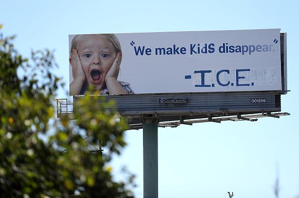 Immigration Detention Center「Vandalized California Billboard Criticizes ICE Detention Of Children」:写真・画像(14)[壁紙.com]