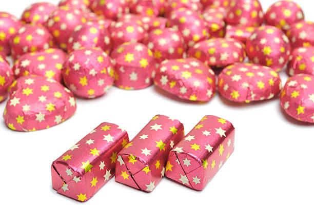 chocolate candies in wrap. Closeup:スマホ壁紙(壁紙.com)